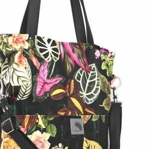 kolorowe torebki czarna torba w kwiaty z kieszeniami