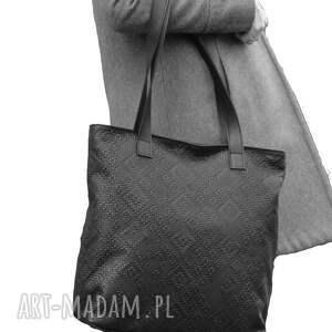 9479117ac27ad intrygujące torebki - czarna wytłaczana skórzana torba - world
