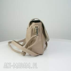 beżowe torebki listonoszka elegancka imitacja węża