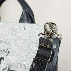 czarne torebki filcowa filc, z którego wykonujemy nasze torby jest