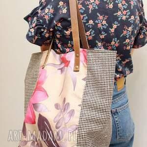 różowe torebki kwiaty, krata