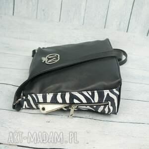 frapujące torebki czarno-biała listonoszka zameczki modny motyw