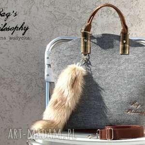 niepowtarzalne torebki filcowa hobo z kitą