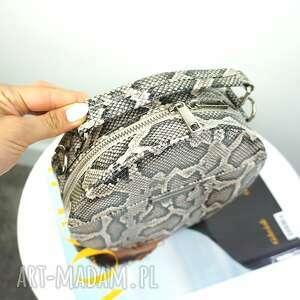 beżowe torebki listonoszka w kształcie koła