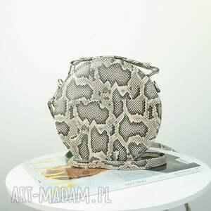 koło torebki listonoszka w kształcie koła
