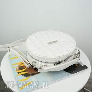 białe torebki listonoszka w kształcie koła
