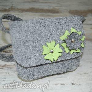 Malutka torebka z filcu - EtoiDesign - kwiatuszki dziewczynki