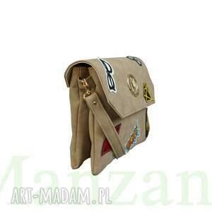 atrakcyjne torebki manzana listonoszka z naszywkami