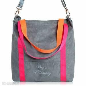 torebki: Szara zamszowa torba na ramię z różowymi i pomarańczowymi paskami kolor