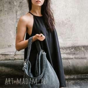 Workowata torba z grubo plecionej tkaniny do noszenia na ramieniu lub na skos