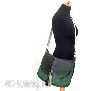 ręcznie zrobione torebki listonoszka zielona plus dwa frędzle