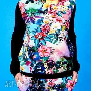 kolorowe dres kwiatowy w tęczowe kwiaty