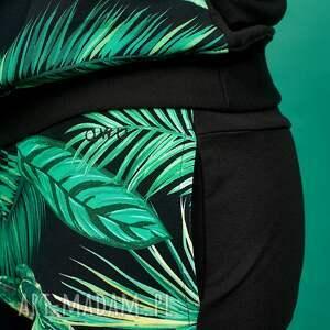 zielone ubrania dres w tropikalne liście