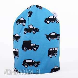 niebanalne ubranka czapka niebieskie autka