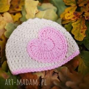 różowe ubranka czapka serduszko