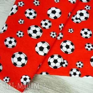 czerwone ubranka chłopca kapelusz dla dziecka, piłka