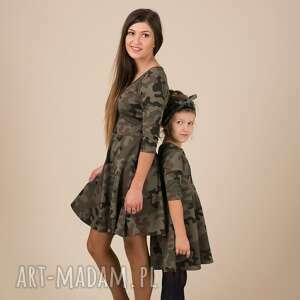 beżowe rozkloszowane komplet sukienek moro dla mamy