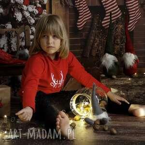 pomysły na upominki świąteczneKoszulka Świąteczna bluzka dla dziecka Renifer Slow Village - bluza koszulka-świąteczna