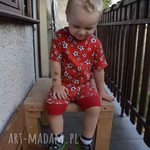 białe dla chłopca piłki czerwona koszulka bawełniana
