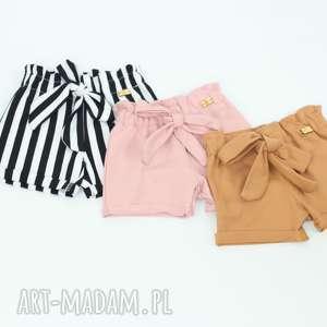 paski różowe spodenki i bluzeczka