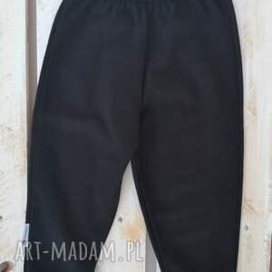 ręcznie robione spodniedresowe wygodne i o ciekawym kroju spodnie dresowe