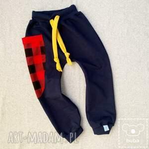 nietypowe spodnie z kieszenią