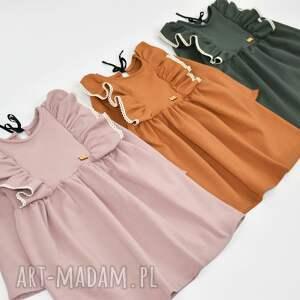 falbanki brązowe sukienka z falbanami i koronka