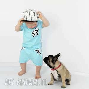 krzyzyki ubranka niebieskie spodenki i bluzeczka dla chłopca