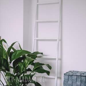 wieszaki scandi biała drabinka drewniana / drabina