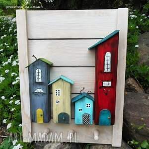 drewniane wieszaki kolorowe domki wieszak