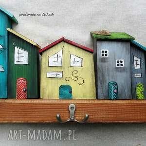 wieszaki drewno kolorowe domki -wieszak