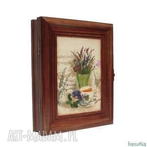 brązowe wieszaki prezent romantyczna herbatka - szafka na