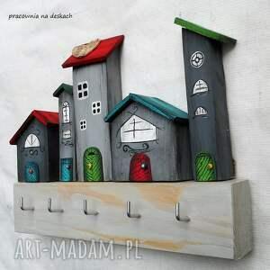 szare wieszaki dom wieszak z pięcioma domkami w kolorze szarym