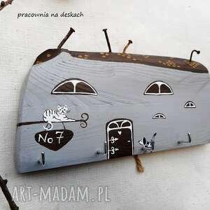 ręcznie zrobione wieszaki wieszak na klucze szary domek no 7