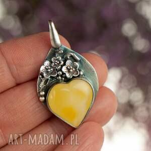 wyjątkowe wisiorki wisiorek z-bursztyne amber heart srebrny wisoirek