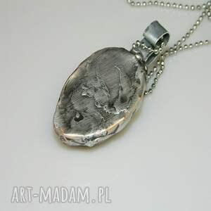 unikatowa biżuteria wisiorki betonowa maska n40