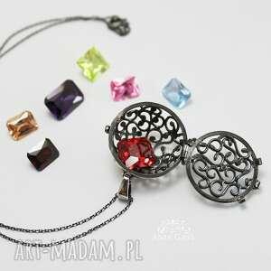 wisiorki cyrkonie biżuteria jak kobieta... zmienną