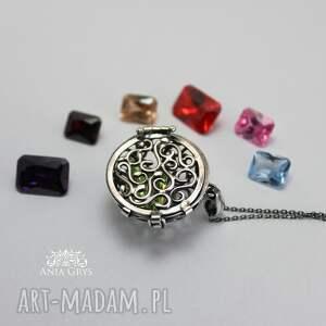 wisiorki wisiorek biżuteria jak kobieta... zmienną