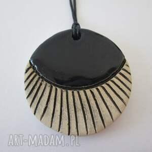 gustowne wisiorki ceramika czarny wisiorek ceramiczny