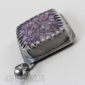 ręcznie wykonane wisiorki czaroit w srebrnych zębach -