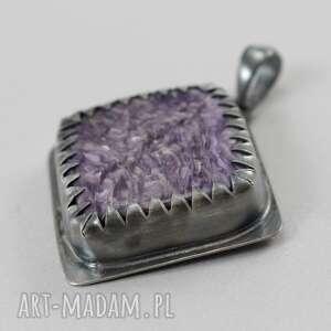 oksydowany wisiorki czaroit w srebrnych zębach -