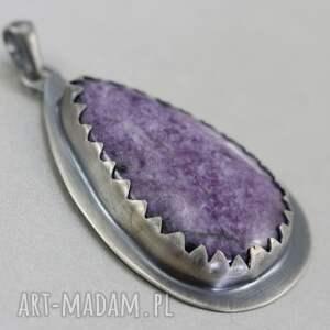 ręcznie zrobione wisiorki czaroit czaroitowa kropla w srebrze