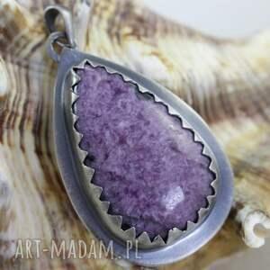 ręcznie zrobione wisiorki wisior czaroitowa kropla w srebrze