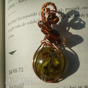 gustowne wisiorki miedziana-biżuteria hannah - zawieszka z żywicy