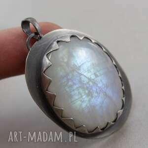 wisiorki: Kamień księżycowy w srebrnych zębach - wisior - zęby