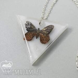 mela art wisiorki: 0298/ wisior z żywicy trójkąt motyl - żywica kamień