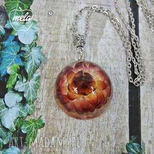 mela art wisiorki: 0554/mela - wisiorek z żywicy z kwiatem - półkula sucholuska