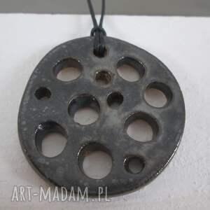 wisiorki wisior ceramiczny metaliczny dziurawy wisiorek