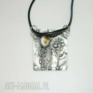 unikalna biżuteria wisiorki miedziany wisior kwiatki