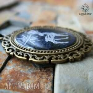 atrakcyjne wisiorki jeleń patrunus - metaliczny amulet